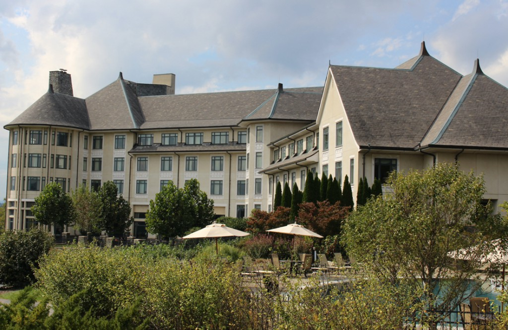 A picture of the back of the Biltmore Inn in Ashville, North Carolina.