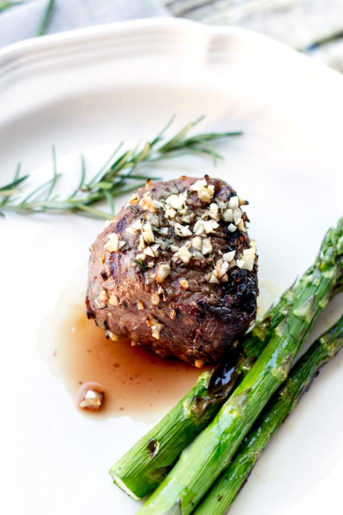 HERO-steak-with-garlic-cloves