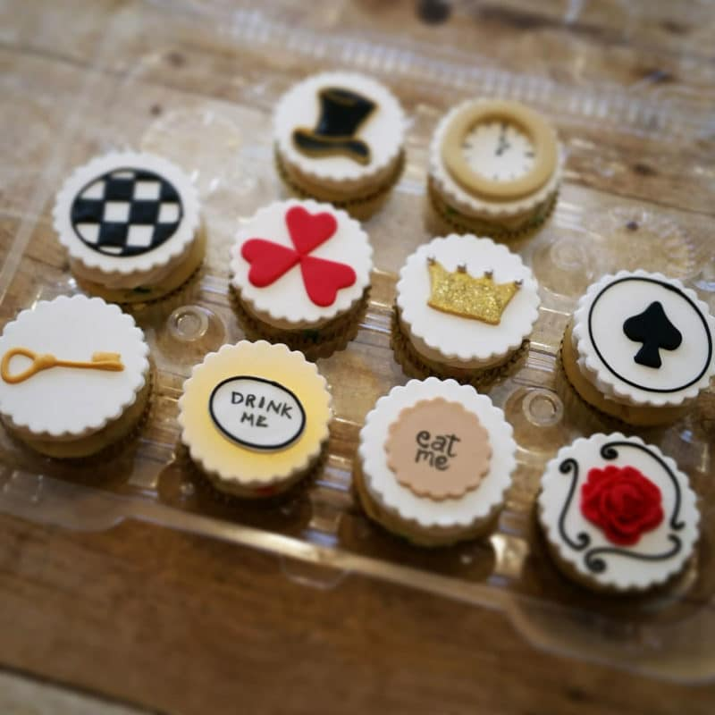 10 Alice in Wonderland cupcakes topped with a key, drink me, eat me and hear decor.