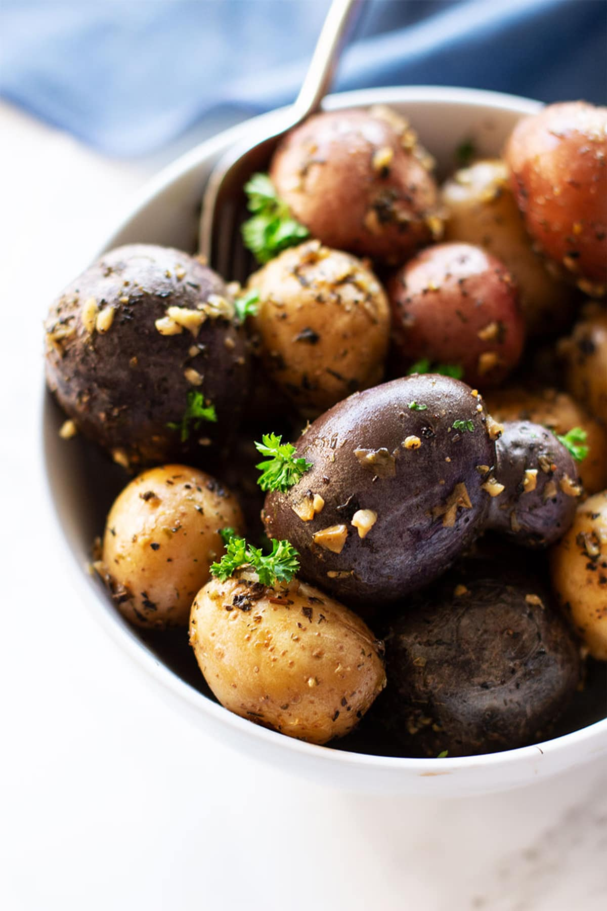 White boil of potatoes topped with parsley and garlic.